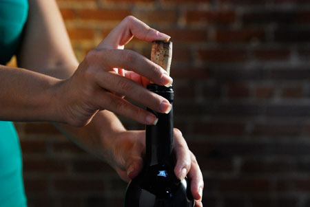 如何最佳地保存开瓶后未喝完的葡萄酒