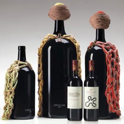 托斯卡纳名庄Ornellaia委任巴西籍软体装置艺术家Ernesto Neto为2014年份大瓶酒专门设计系列酒瓶及酒标。这周,Ornellaia在米兰盛大地举行发布仪式向外界展示精华('Essence')系列设计。