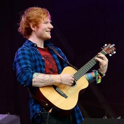据报道,格莱美最佳流行歌手Ed Sheeran近日购买了位于意大利翁布里亚大区(Umbria)的一所拥有葡萄园的别墅。
