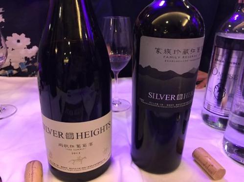 """据外媒最新报道,屈臣氏作为香港最大的酒类零售商,即将作为宁夏""""银色高地酒庄""""的港澳区独家商超代理,上架其三款葡萄酒,售价在378~438港币之间。"""
