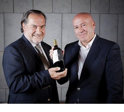 预测到未来有机葡萄酒市场需求会迅猛增长,西班牙阿莱克斯酒业(ARAEX)邀请著名法国酿酒师米歇尔•罗兰(Michel Rolland)为酿酒顾问,欲打造一个高标准的有机葡萄酒品牌。
