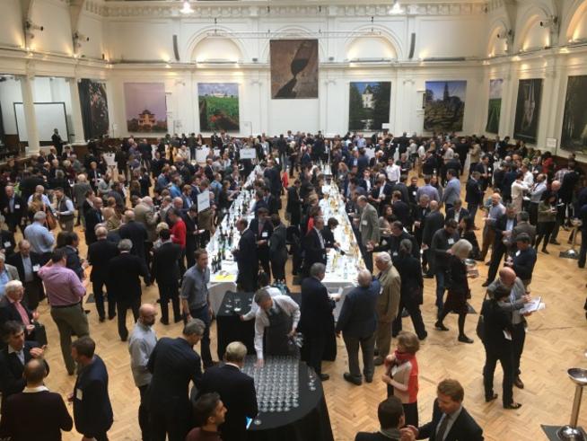 据外媒harpers最新报道,一波尔多酒商涉嫌将50多万瓶的冒牌波尔多葡萄酒,卖给了各大国际级的葡萄酒经销商,法国海关当局已经对该事件开展了正式调查。