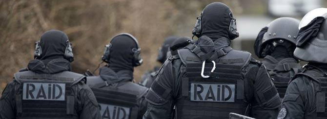 法国南部葡萄农突然被捕  引发群众集体示威抗议