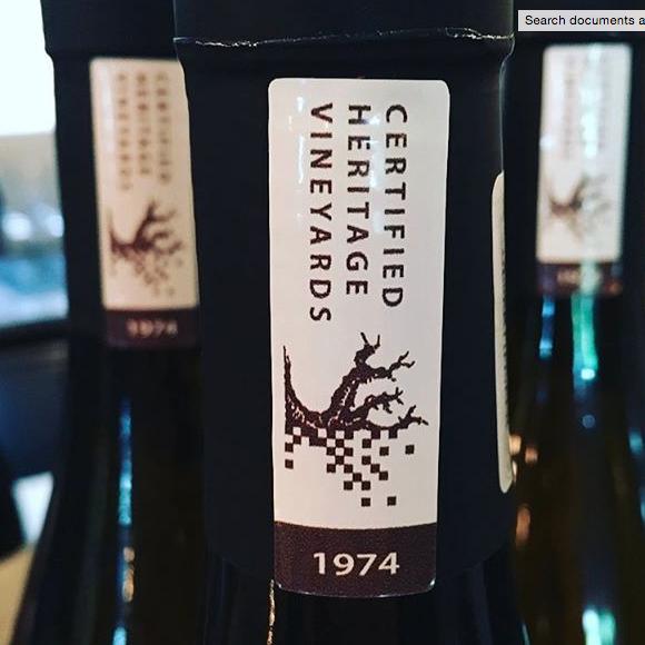 """南非""""老藤项目""""组织(Old Vine Project,以下简称OVP)旗下成员已被批准允许在其老藤葡萄酒(葡萄藤龄达到 35 年或以上产的葡萄所酿成的酒)酒瓶上贴上CHV(Certified Heritage Vineyards传统葡萄园认证)认证标识。"""