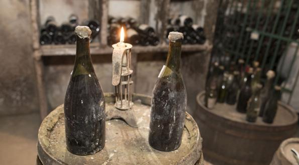 老酒拍卖: 1774年份汝拉黄葡萄酒, 10.37万欧元破成交记录