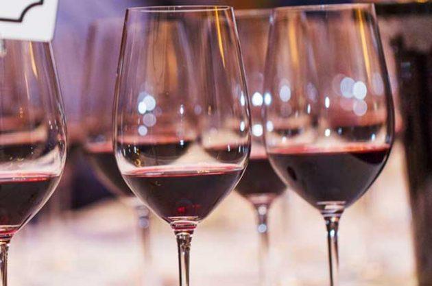 喝红酒能够防止衰老?除非你每天能喝上2500瓶!
