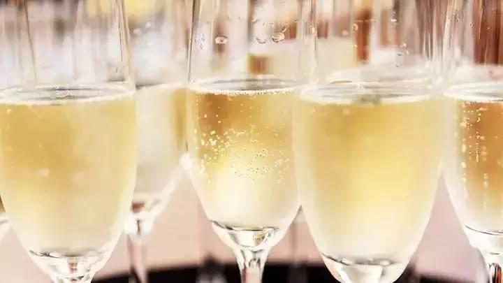 科普丨一篇文章讲透全世界起泡酒的酿造工艺